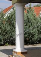 Säule mit Kapitell und gefliestem Säulenfuß