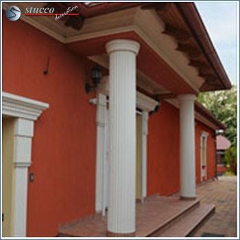 Dekosäulen im Außenbereich mit rundem Kapitell