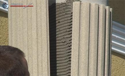 Säulenschaft-Viertel aus Styropor mit Flexkleber an Betonsäule ankleben