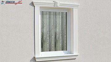 Fensterumrandung mit Schlussstein
