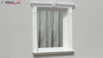Dezente Fensterumrandung mit Styroporleisten