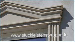 Schlichter Fenstergiebel Dreieckbekrönung zur Fassadenverzierung