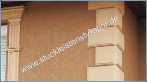 Bossensteine im klassischen Stil an der Hausfassade befestigt