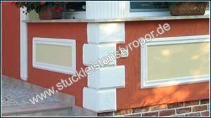 Bossenplatten als Kantenschutz an einer Hausfassadenecke
