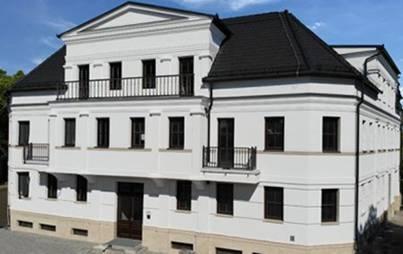 Beschichtetes Fassadenprofil mit Schlussstein
