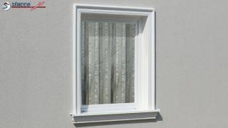 Außenstuck zur Fensterverzierung und für das Gesims