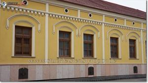 Diverse Fassadenprofile als Fensterverzierung und Gesims