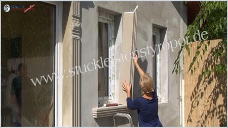 Leibungsverkleidung in Fensterleibung einkleben