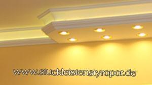 Warmweiße LED Strips in Kombi Stuckprofile eingebaut