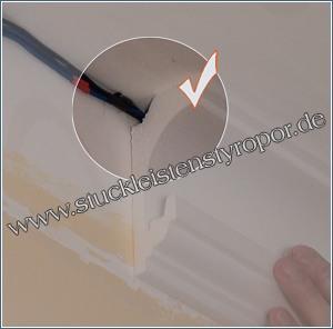 Hinter Stuckleiste aus Styropor verstecktes Kabel