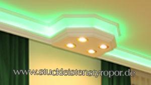 Deckenbeleuchtung Wohnzimmer mit LEDs und Styroporstuck