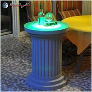 Beschichtete Säule mit grün leuchtender RGB LED Beleuchtung