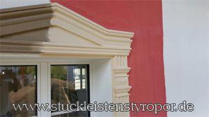 Fensterumrandung mit Fassadenstuck