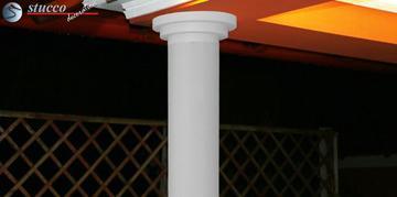 Beschichtete Säulen mit glattem Säulenschaft