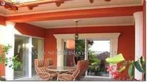 Terrasssengestaltung mit verschiedenen Fassadenstuckelementen
