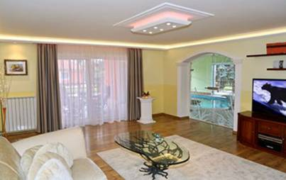 indirekte Beleuchtung im Wohnzimmer